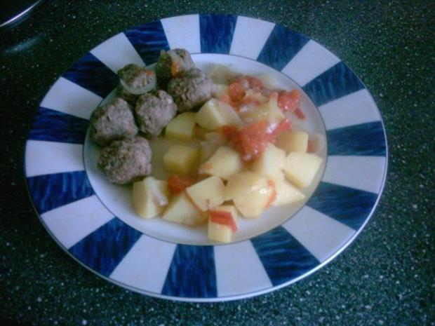 Hackbällchen mit Kartoffeln in Soße - Rezept
