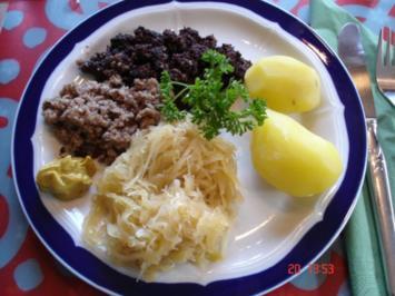 Blut- und Leberwurst ( Wellwürste ) mit Sauerkraut und Salzkartoffeln - Rezept