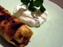 Dattel-Hackfleisch-Teigtaschen mit Petersilien-Schmand-Dipp - Rezept