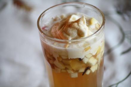 Apfelpunsch mit Zimtsahne - Rezept