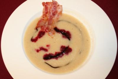 Selleriesüppchen mit Rote Bete-Topping und Baconchip - Rezept