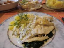 Seehechtfilet auf Blattspinat mit Salzkartoffeln und einer Zitronen-Dillsoße - Rezept