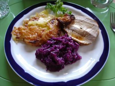 Lummerbraten gegrillt mit Kartoffelgratin und Apfelrotkohl - Rezept