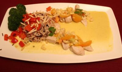 Fruchtiges Curryhuhn mit Mandelreis - Rezept