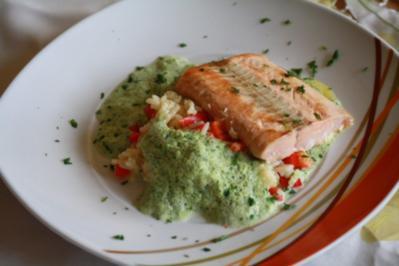 Lachs mit Kräutersoße und Paprika-Reis - Rezept