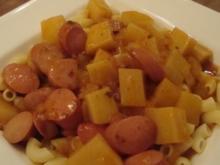 Kartoffelgulasch mit Würstchen und Hörnchen - Rezept