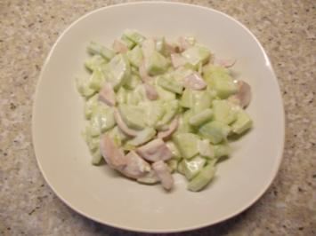 Fleischwurst-Gurken-Salat mit Meerrettich-Dressing - Rezept