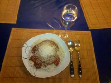 Nudeln: Chinesische Bandnudeln mit italienischer Tomatensoße - Rezept