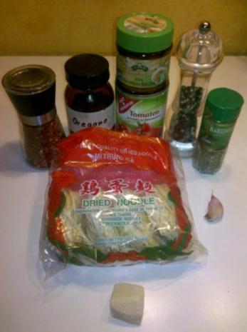 Nudeln: Chinesische Bandnudeln mit italienischer Tomatensoße - Rezept - Bild Nr. 2
