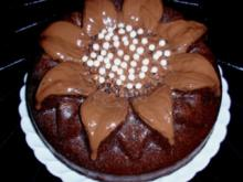 Nuss-Schokokuchen in einer Blütenform - Rezept
