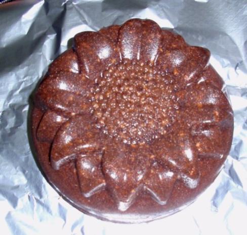 Nuss-Schokokuchen in einer Blütenform - Rezept - Bild Nr. 10