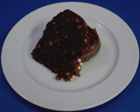 Nuss-Schokokuchen in einer Blütenform - Rezept - Bild Nr. 2