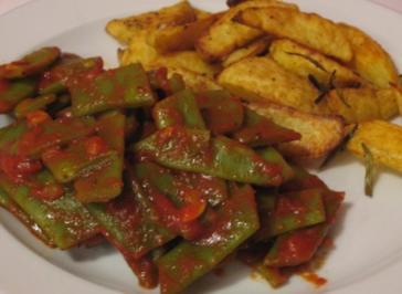 Breite Bohnen-Gemüse mit knusprigen Kartoffelspalten - Rezept