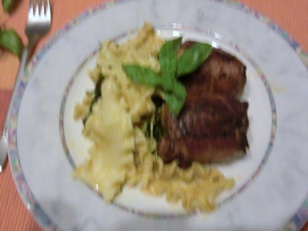 Pollo fino mit Tomate und Basilikum im Speckmantel - Rezept - Bild Nr. 6