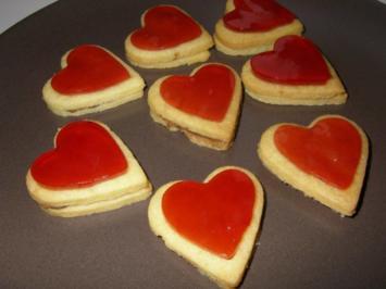 Rezept: Nougat-Herzerl mit Granatapfel-Herz