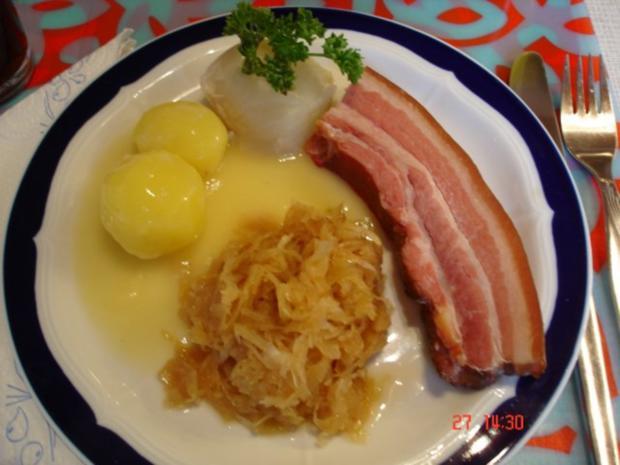 Raucherfleisch mit Sauerkraut und Salzkartoffeln - Rezept