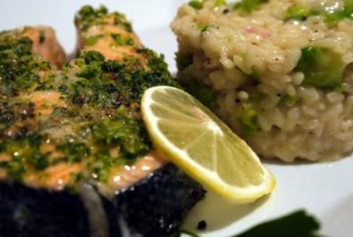 Gremolata-Lachs mit Rosenkohl-Risotto - Rezept