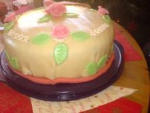 Marzipan-Mohn-Mousse-Torte - Rezept