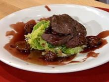 Gefülltes Rinderfilet mit Rahmwirsing und Portwein-Maronen-Butter (Frauen) - Rezept