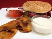 Vegetarischer Burger mit Kartoffelecken und zweierlei Dips - Rezept