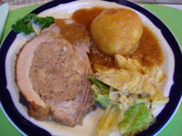 Gefüllte Brustspitze mit Knödel, Gemüse und Sauce - Rezept