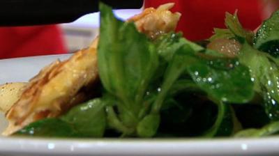 Geräucherte Forelle mit Mandelhaube, Feldsalat und Pfeffermelone (Frauen) - Rezept