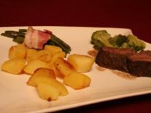 Rinderfilet mit Herzoginkartoffeln, Brokkoli, Bohnen im Speckmantel und Feige - Rezept