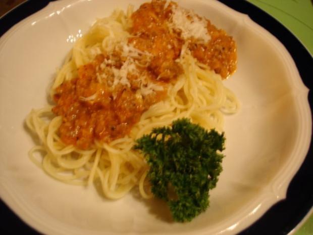 Schnelle Spaghettini-Bolognese mit Romanasalat - Rezept