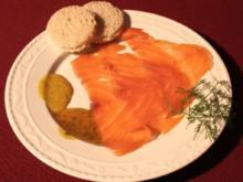 Lachs frisch aus dem Räucherofen nach Hauruper Art an Honig-Senf-Soße - Rezept