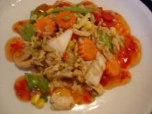 Chinesischer Bratreis mit Ei, Hühnerfleisch und Gemüse - Rezept