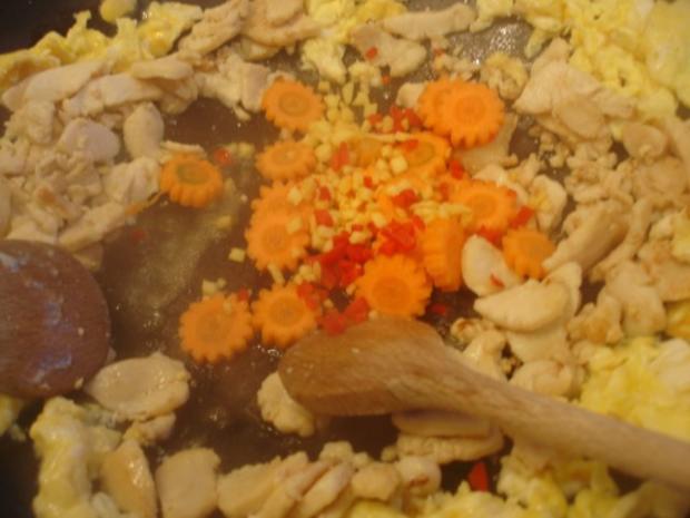 Chinesischer Bratreis mit Ei, Hühnerfleisch und Gemüse - Rezept - Bild Nr. 7