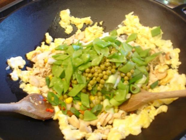 Chinesischer Bratreis mit Ei, Hühnerfleisch und Gemüse - Rezept - Bild Nr. 12