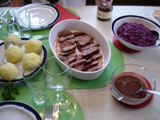 Barbarie Entenbrustfilet mit Rotweinsauce, Apfel-Rotkohl und fränkischen Knödeln - Rezept - Bild Nr. 28