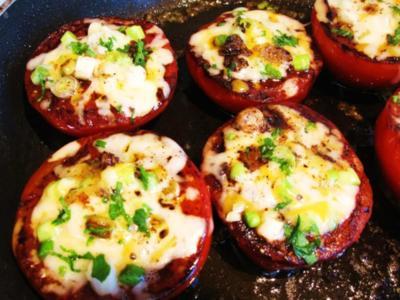 Gebratene Tomaten mit viererlei Käse - Rezept