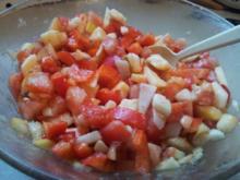 Paprika-Tomate-Apfel-Zwiebel-Salat - Rezept