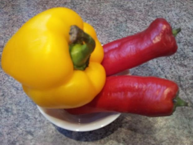 Paprika-Tomate-Apfel-Zwiebel-Salat - Rezept - Bild Nr. 4