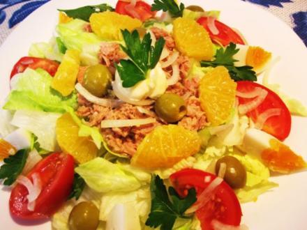 Großer bunter Salat-Teller mit Orangen - Rezept