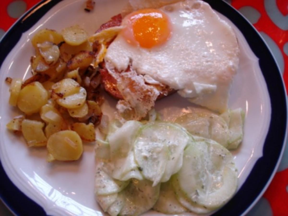 Bilder für Bratkartoffeln, Leberkäse mit Spiegelei und Gurkensalat - Rezept