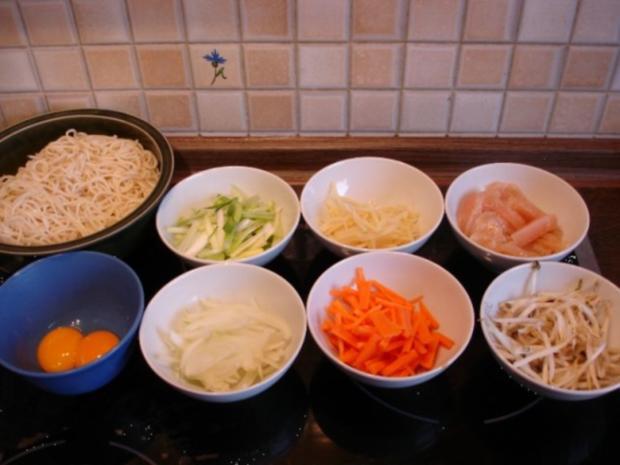 Chinesische Bratnudeln mit Ei, Hühnerfleisch und Gemüse - Rezept - Bild Nr. 3
