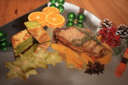 Weihnachtliche Ente auf Orangenjus Kräuterbaumkuchen und Trilogie vom Gemüse - Rezept