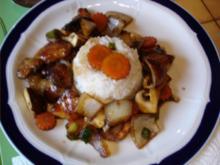 Pikante asiatische Hähnchennuggets mit knackigem Gemüse und Reis - Rezept