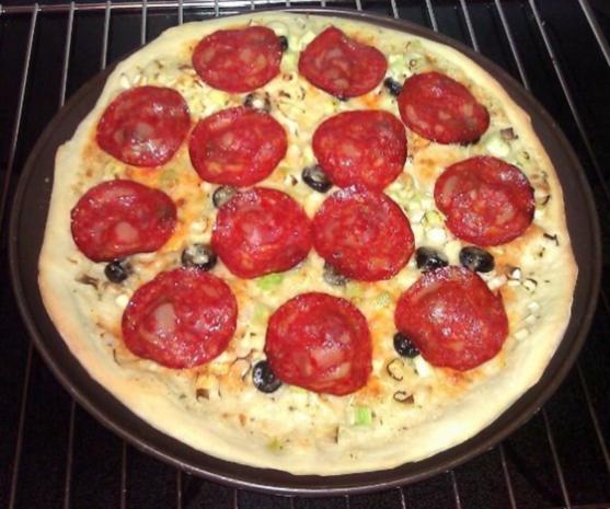 Flammkuchen mit Lauch und Chorizo - Rezept - Bild Nr. 2