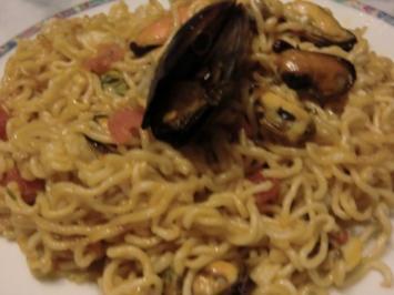 Chinesische Nudeln aus dem Wok mit Muscheln - Rezept