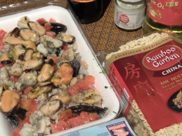 Chinesische Nudeln aus dem Wok mit Muscheln - Rezept - Bild Nr. 2
