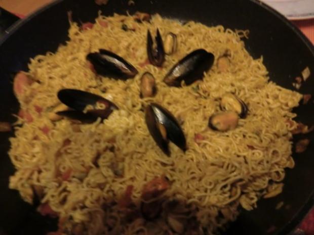 Chinesische Nudeln aus dem Wok mit Muscheln - Rezept - Bild Nr. 4