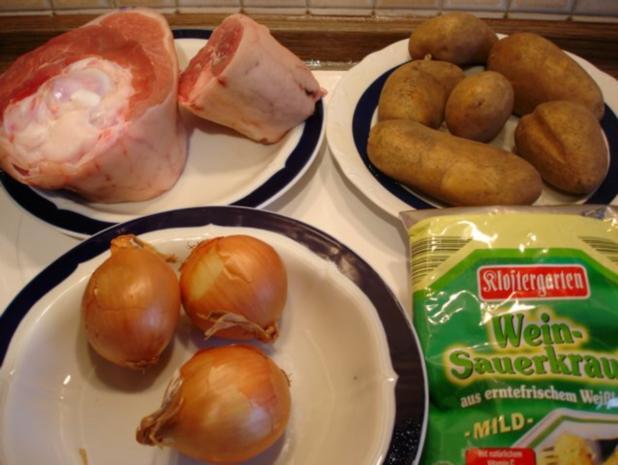 Eisbein mit Sauerkraut und Salzkartoffeln - Rezept - Bild Nr. 2