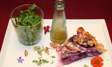 Saftige Kohlrabi-Quiche mit Urkarotten und Walnüssen, dazu Kräutersalat - Rezept