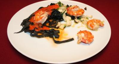 Schwarze Tagliolini mit Paprikaschaumsoße und gebratenen Kräutersaitlingen - Rezept