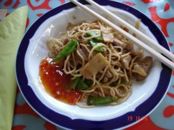 Schweinefilet mit chinesischen Mie-Nudeln, Zuckerschoten und Bambus - Rezept