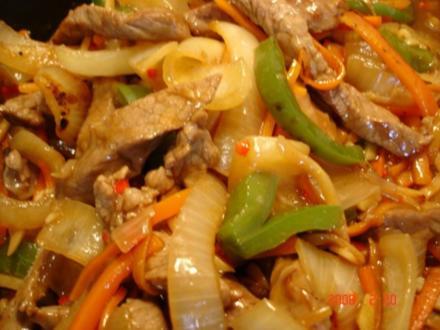 Rindfleisch mit Paprika, Bambus und Zwiebeln-scharf - Rezept